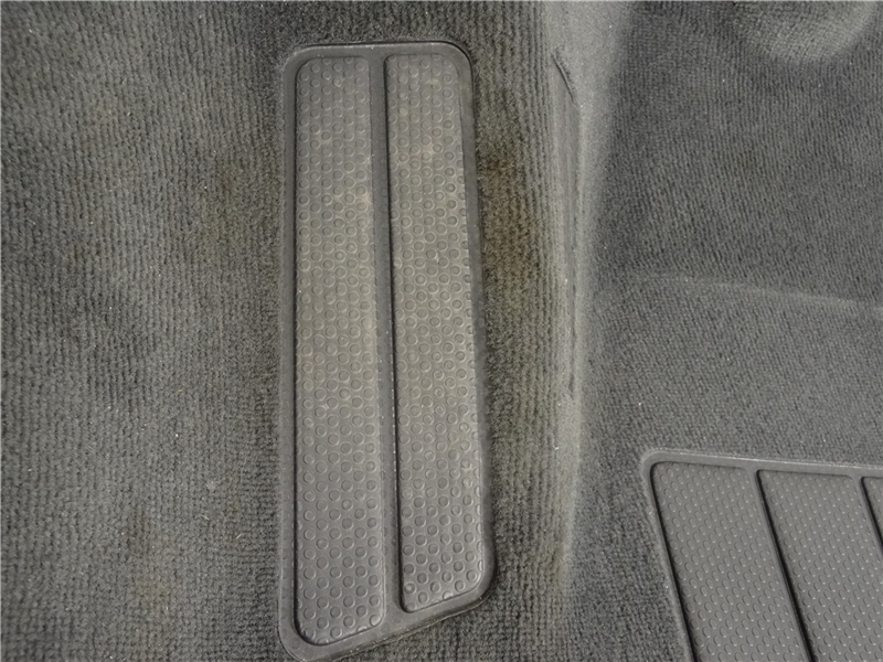 VW Bus T5 Multivan Teppich Fußboden bodenbelag vorne
